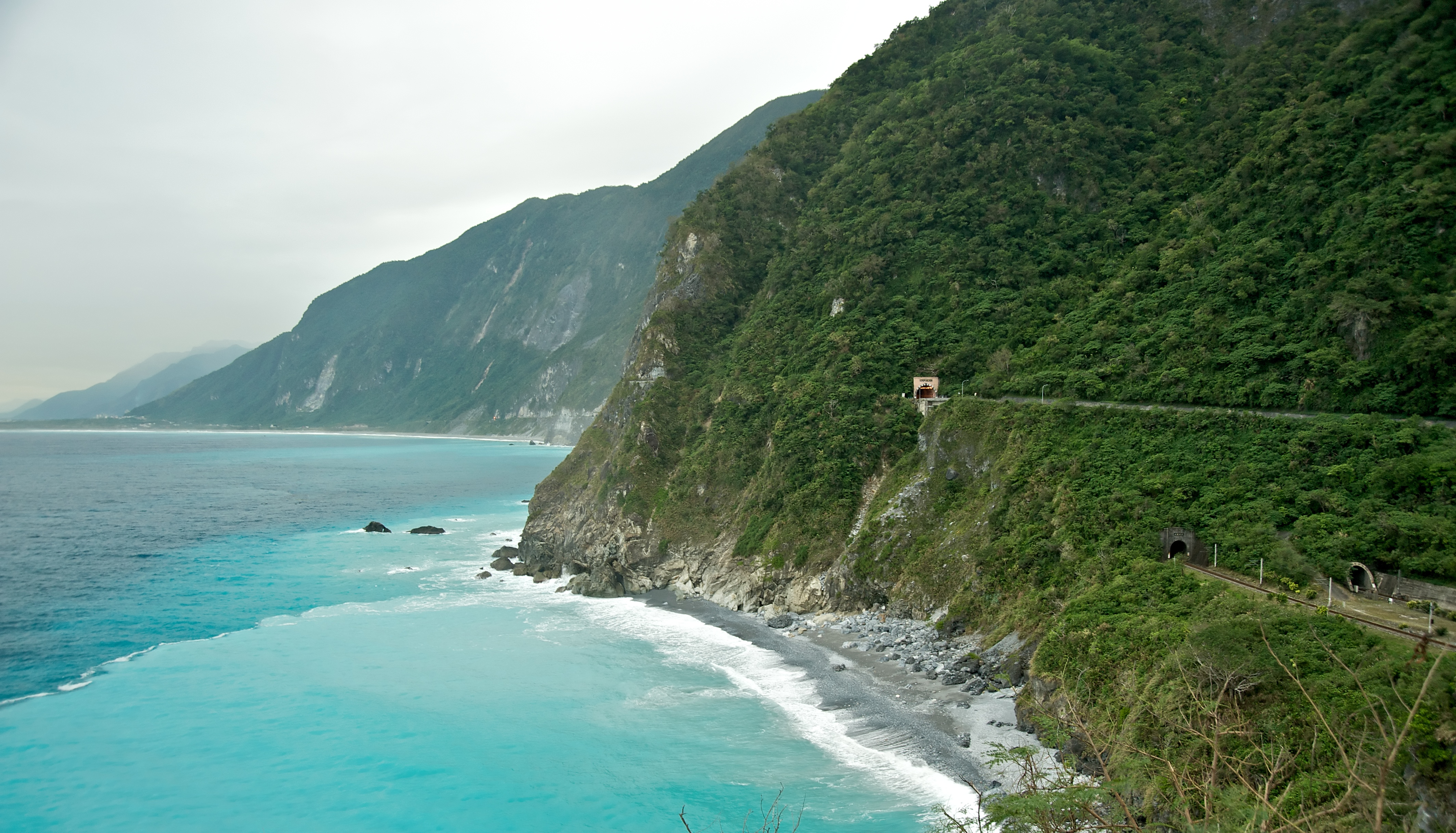Taiwan_2009_CingShui_Cliffs_on_SuHua_Highway_FRD_6762_Pano_Extracted